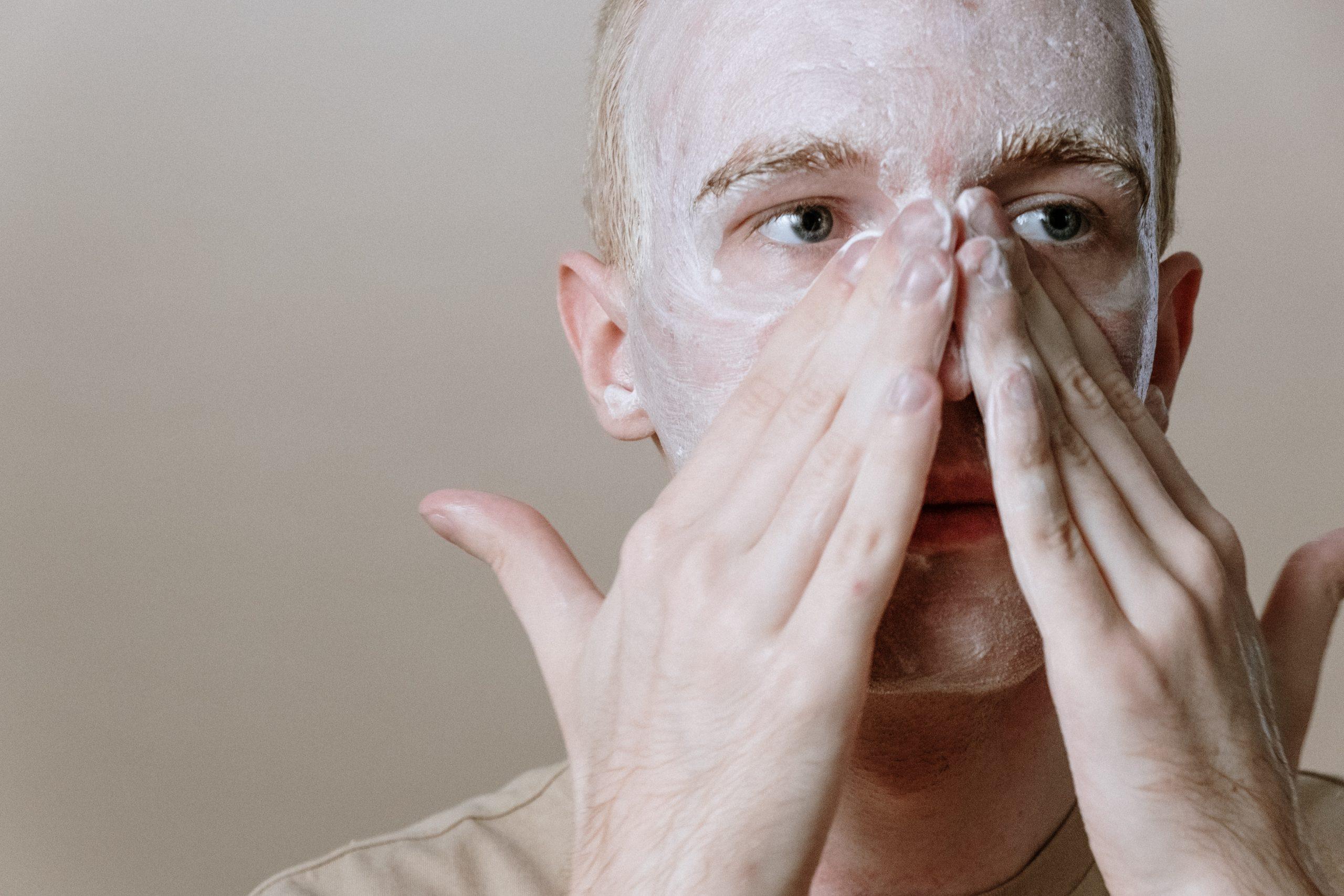 Huidverzorgingstips voor mannen - De essentiële routine die elke man moet kennen